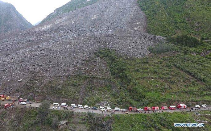 Lở đất dữ dội ở Trung Quốc - Ảnh 6.