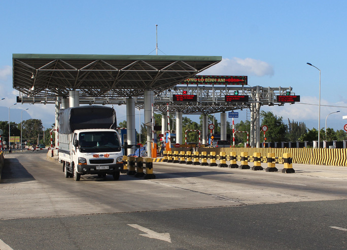 Tài xế trả tiền lẻ, kẹt xe nhiều giờ ở trạm BOT Ninh An - Ảnh 4.