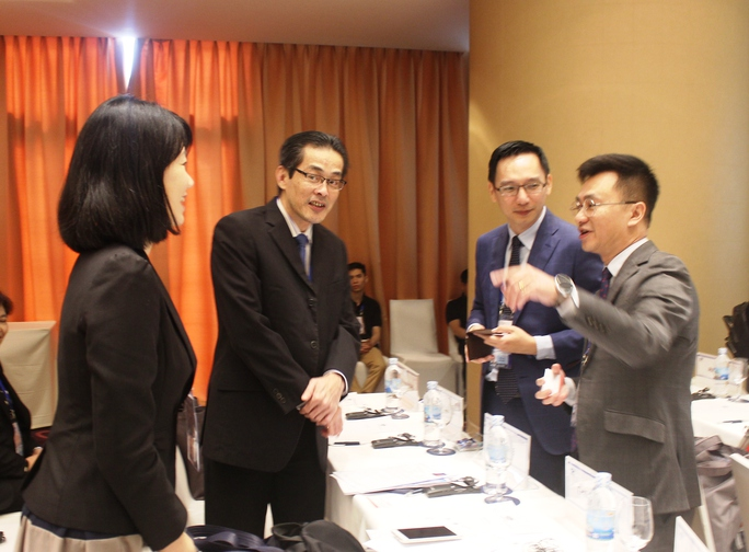 Các đại biểu thảo luận xung quanh việc phòng chống tham nhũng góp phần lành mạnh hóa nền kinh tế