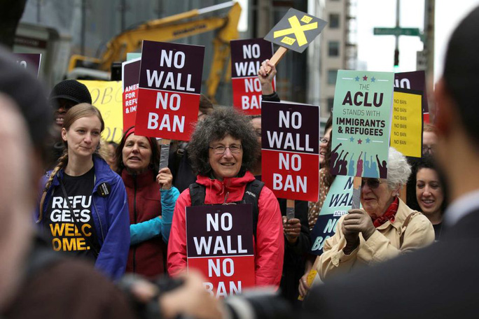 Sắc lệnh nhập cư của Tổng thống Donald Trump lại gặp thách thức - Ảnh 1.
