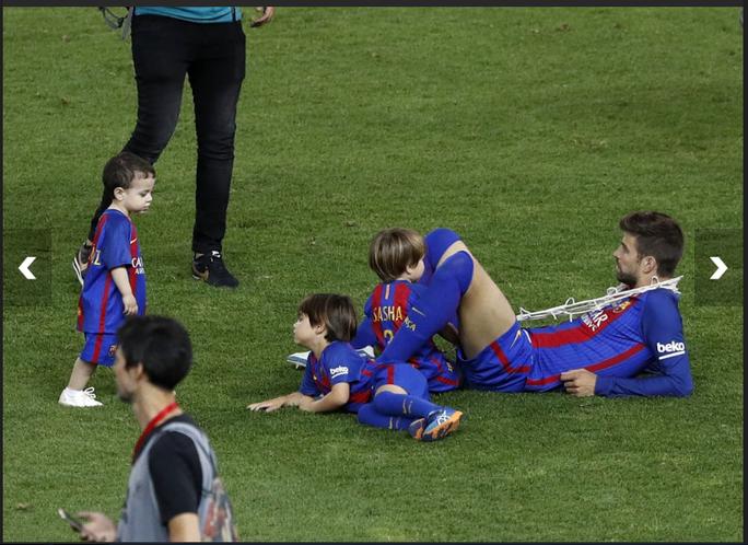 Loạt ảnh con sao Barcelona đáng yêu ở Cúp Nhà vua - Ảnh 6.