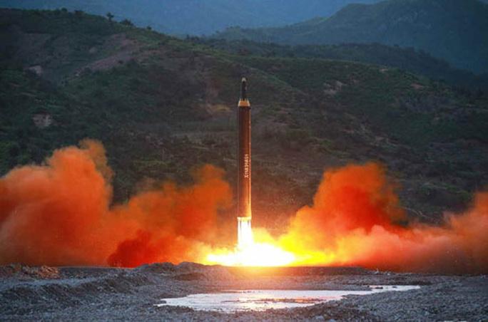 Triều Tiên nói vụ thử tên lửa mới thành công - Ảnh 8.