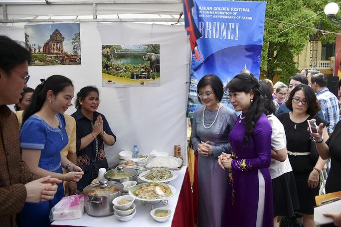 Phu nhân Thủ tướng dự Lễ hội Vàng ASEAN - Ảnh 1.