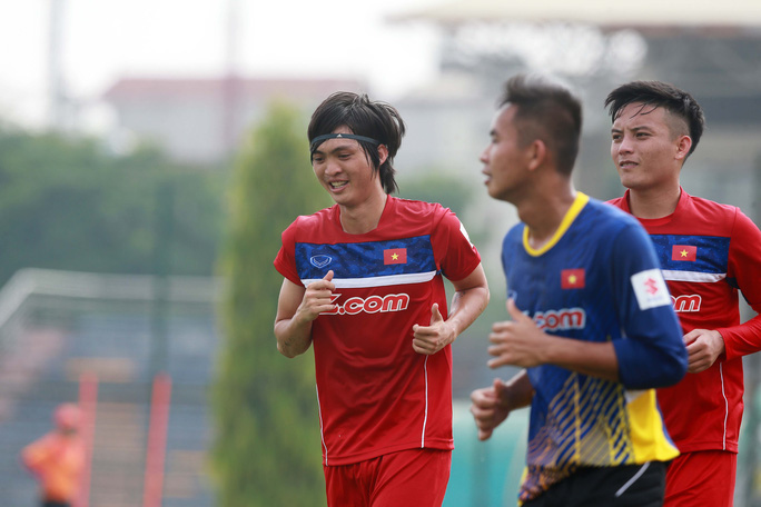 Cầu thủ người Thái Bình tỏ ra rất vui vẻ