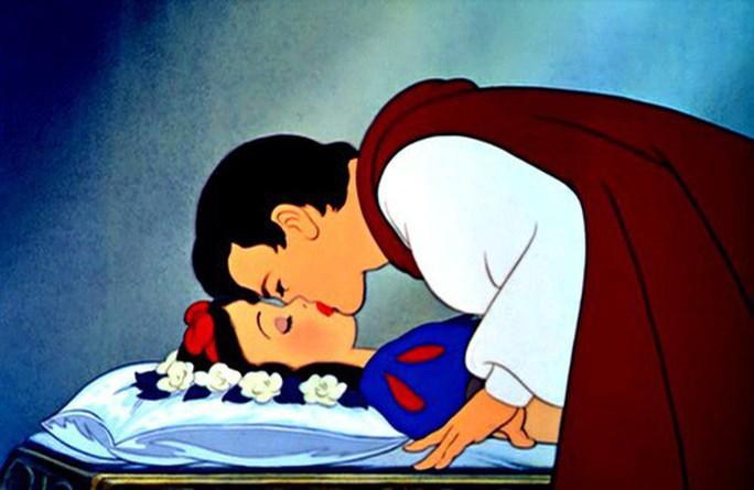 GS Nhật bị ném đá vì nói Hoàng tử quấy rối tình dục Bạch Tuyết - Ảnh 3.