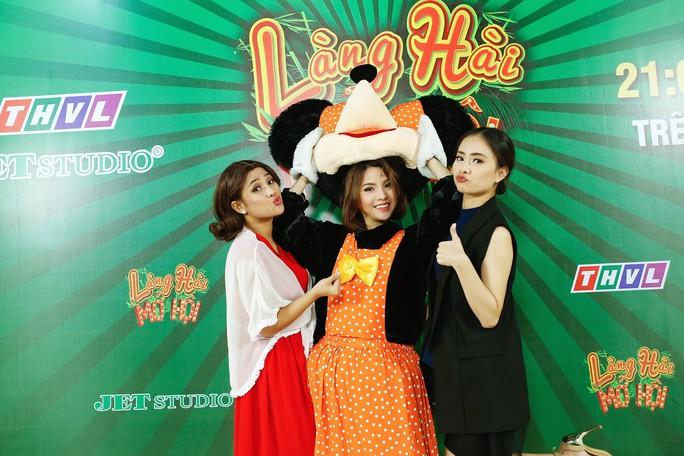 Ba cô gái xinh đẹp khiến Việt Hương cười không ngừng là ai? - Ảnh 2.