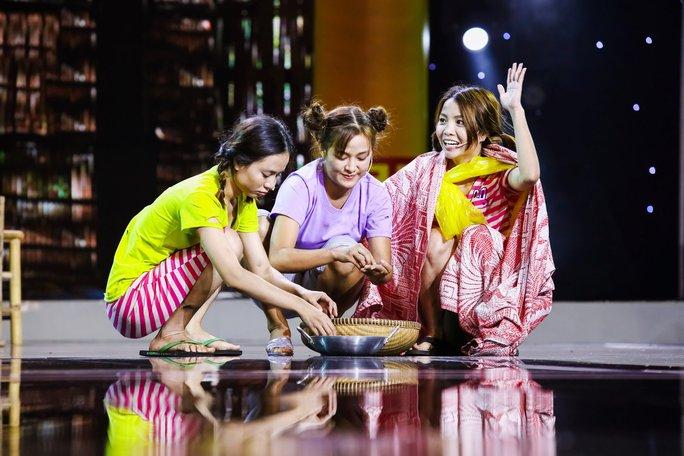Ba cô gái xinh đẹp khiến Việt Hương cười không ngừng là ai? - Ảnh 1.