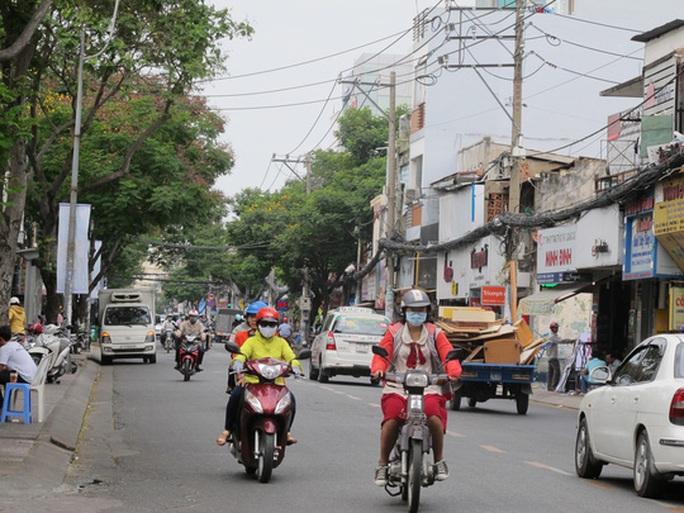 Tài xế Uber giật điện thoại du khách giữa Sài Gòn - Ảnh 2.