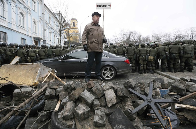 Tình báo Ukraine trèo lên mái nhà bắt cựu tổng thống Georgia - Ảnh 8.