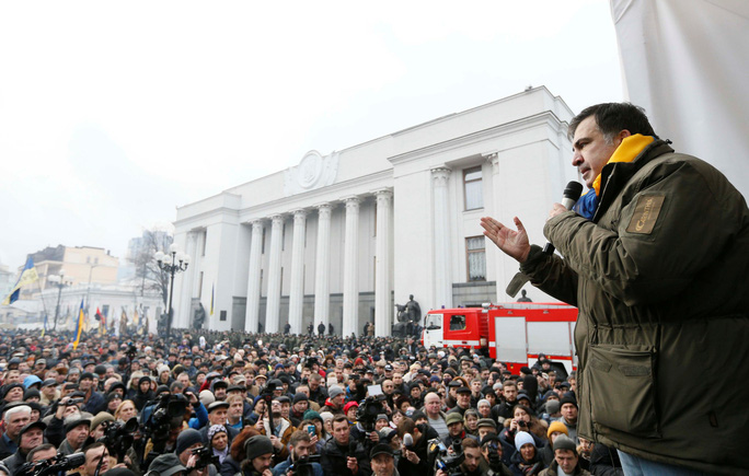 Ông Saakashvili phát biểu trước người ủng hộ ở Kiev sau khi được giải thoát hôm 5-12