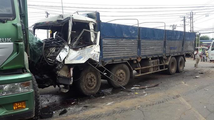 Tai nạn khiến nhiều xe hư hại nặng