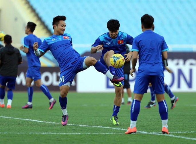 Công Phượng (giữa) có phong độ tốt thời gian qua ở V-League Ảnh: Quang Liêm