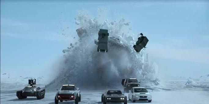 Nhiều cảnh đập phá xe khiến người xem phải tiếc giùm