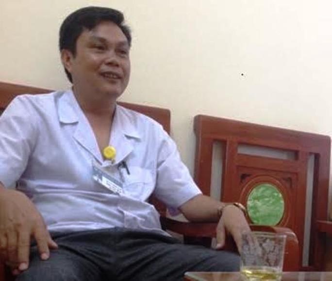 Cách chức Phó giám đốc bệnh viện quan hệ với nữ điều dưỡng - Ảnh 1.