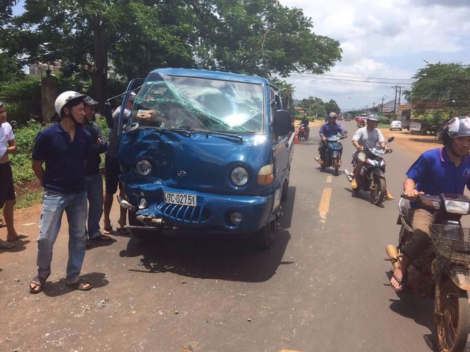 Xe tải tông xe máy, 3 mẹ con thương vong - Ảnh 2.