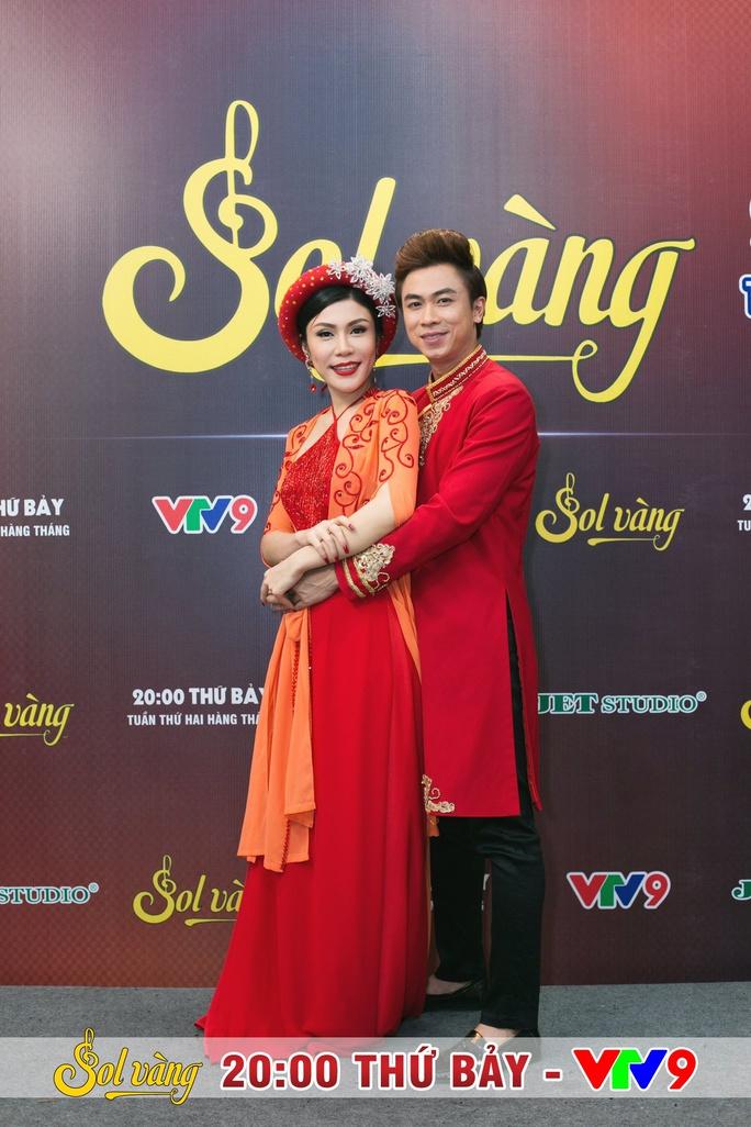 Uyên Trang rạng rỡ, hát đôi cùng Hồ Việt Trung - Ảnh 1.