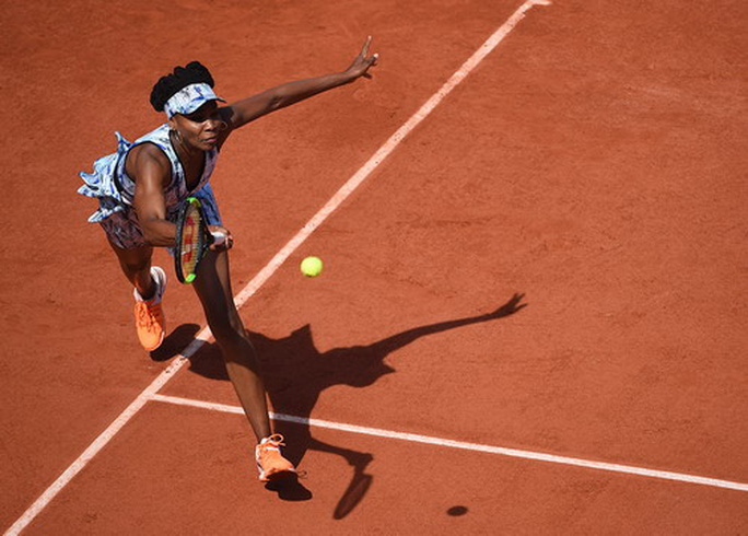 Serena bầu bì đến sân, Roland Garros sốt hôn nhân đồng giới - Ảnh 2.