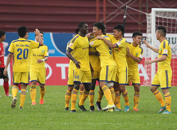 Thoát penalty, Hoàng Anh Gia Lai vẫn thất thủ trên sân Vinh - Ảnh 2.