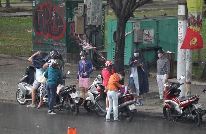 Mưa lớn ngày đầu năm, người Sài Gòn bất ngờ