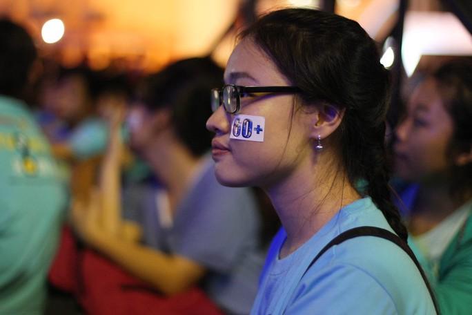 Bên cạnh đó, một số hoạt động khác đã thu hút đông đảo bạn trẻ tham gia là Xếp hình bản đồ Việt Nam, xếp hình nhảy flashmob 60+