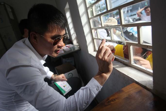 Công Vinh ra sân bán vé, CLB TP HCM cầm hòa FLC Thanh Hoá - Ảnh 1.