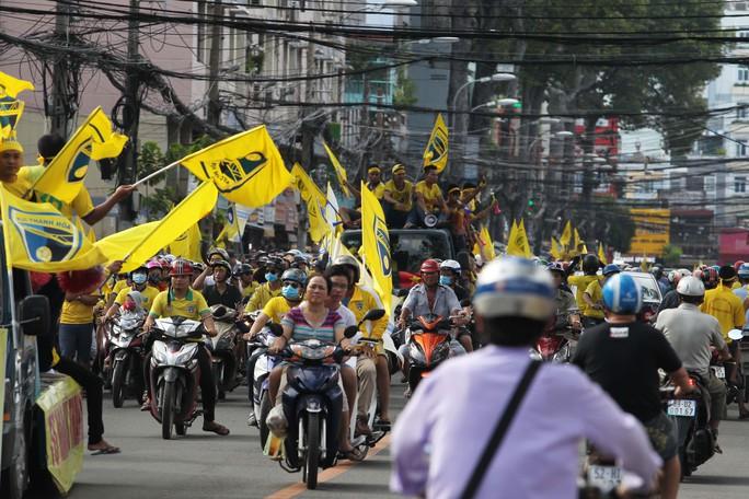 Công Vinh ra sân bán vé, CLB TP HCM cầm hòa FLC Thanh Hoá - Ảnh 4.