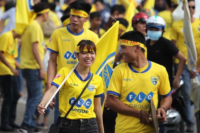 Công Vinh ra sân bán vé, CLB TP HCM cầm hòa FLC Thanh Hoá - Ảnh 3.