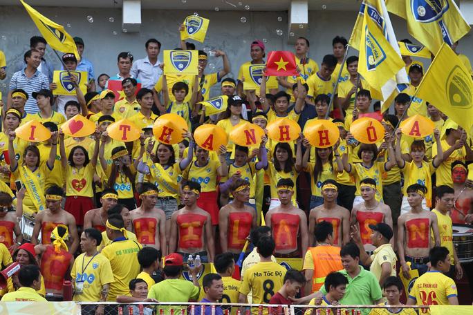 Công Vinh ra sân bán vé, CLB TP HCM cầm hòa FLC Thanh Hoá - Ảnh 2.