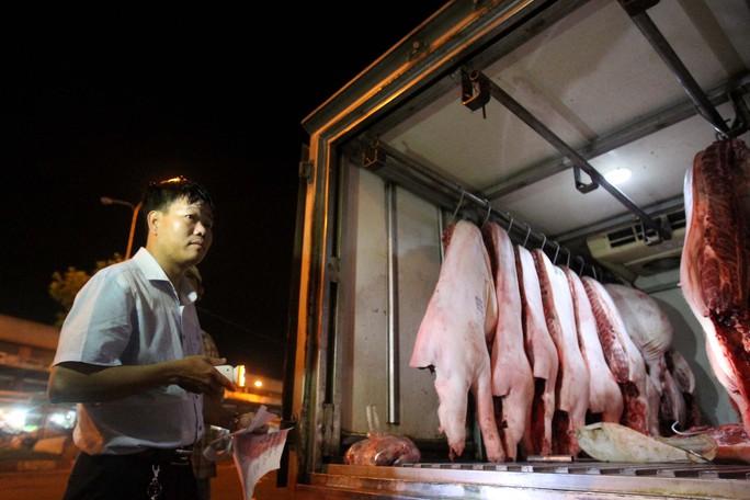 Kiểm tra giữa đêm, 100% thịt heo vẫn chưa thể truy xuất nguồn gốc - Ảnh 1.