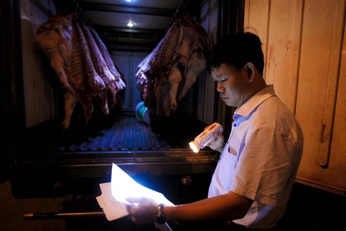 Kiểm tra giữa đêm, 100% thịt heo vẫn chưa thể truy xuất nguồn gốc - Ảnh 3.
