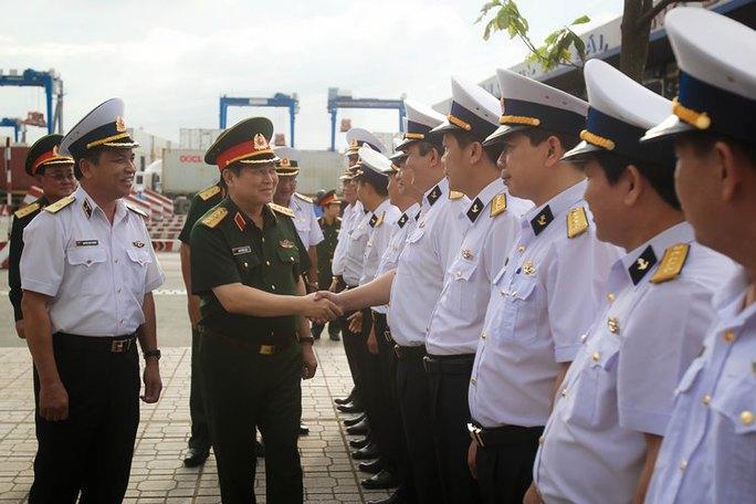 Gặp Bộ trưởng Bộ Quốc phòng: Tân cảng xin giữ 3 công ty  - Ảnh 1.