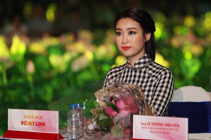 Hoa hậu Mỹ Linh - đại sứ lễ hội áo dài TPHCM, đồng thời là giám khảo của hội thi năm nay.