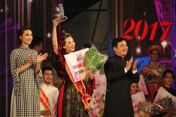 Trao giải quán quân bảng A1 của Duyên dáng áo dài 2017 cho Nguyễn Thị Thanh Thảo