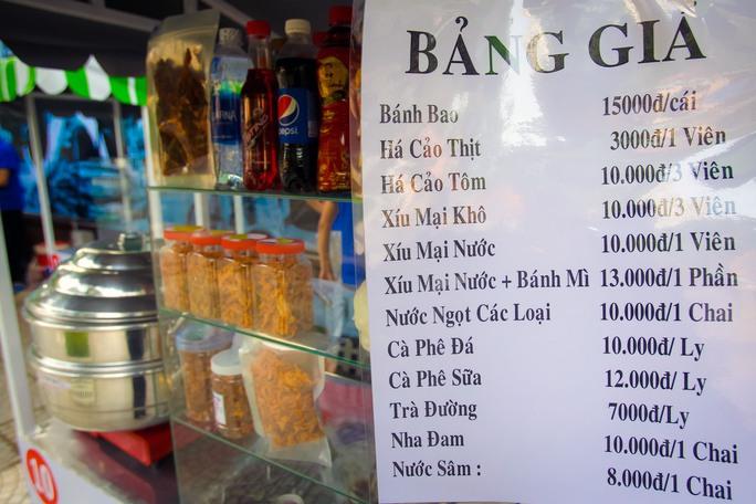 Ngắm phố hàng rong ở đường Nguyễn Văn Chiêm, quận 1 - Ảnh 8.