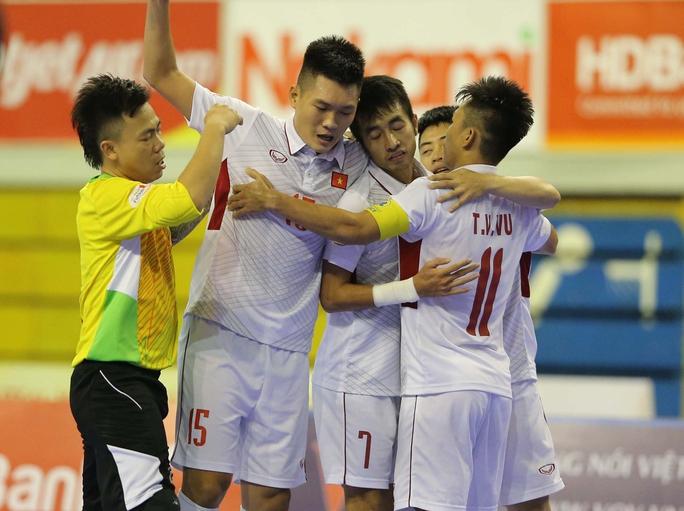 Futsal Việt Nam rộng cửa vào chung kết - Ảnh 1.