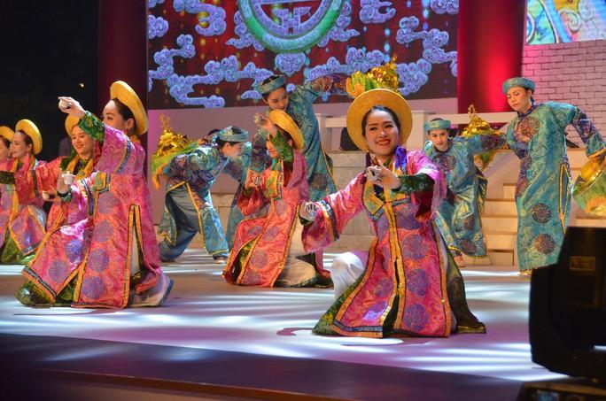 Ngắm nghệ sĩ Việt - Hàn - Nga - Campuchia lộng lẫy trên sân khấu - Ảnh 2.