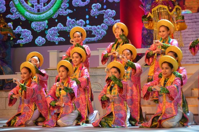 Ngắm nghệ sĩ Việt - Hàn - Nga - Campuchia lộng lẫy trên sân khấu - Ảnh 3.