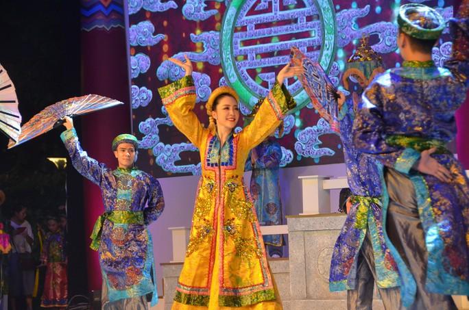 Ngắm nghệ sĩ Việt - Hàn - Nga - Campuchia lộng lẫy trên sân khấu - Ảnh 4.