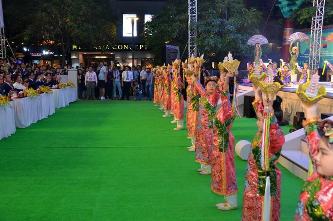 Ngắm nghệ sĩ Việt - Hàn - Nga - Campuchia lộng lẫy trên sân khấu - Ảnh 8.