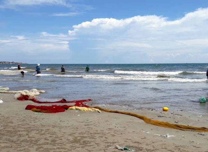 Hải sản chết bất thường trên vùng biển Vĩnh Tân, Vĩnh Hảo - Ảnh 1.