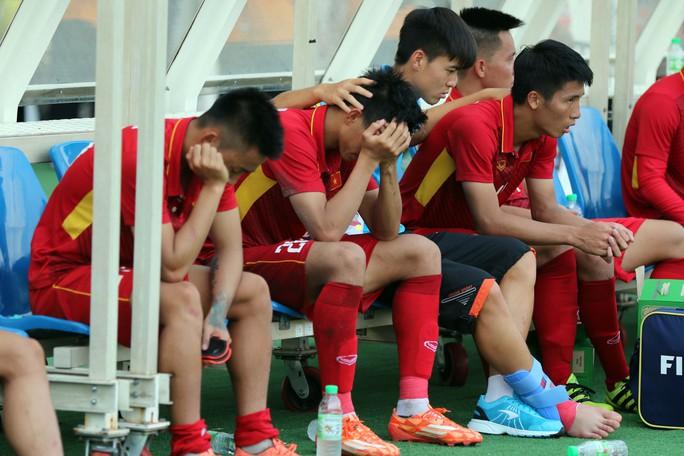Chùm ảnh: Nước mắt Việt Nam tại Selayang sau trận thua của U22! - Ảnh 14.