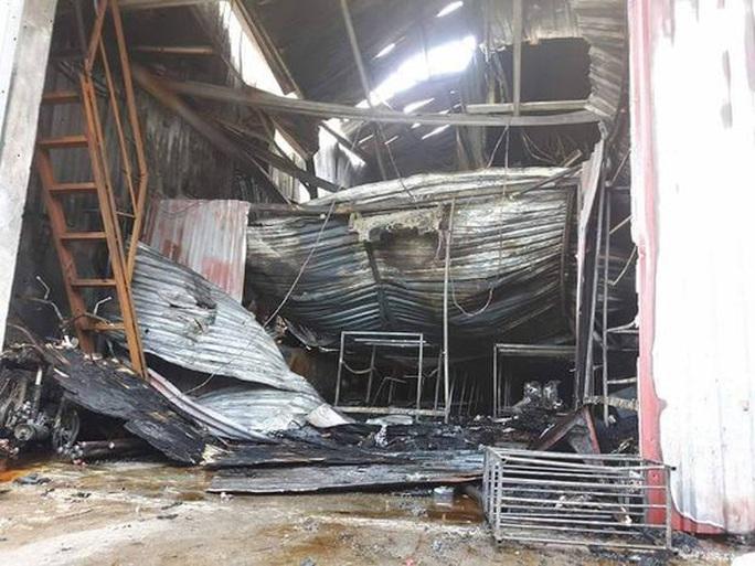 Khởi tố vụ cháy 8 người tử vong, bắt khẩn cấp 1 nghi phạm - Ảnh 2.