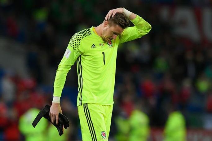 Bale và đồng đội chết lặng khi mất vé dự World Cup - Ảnh 7.
