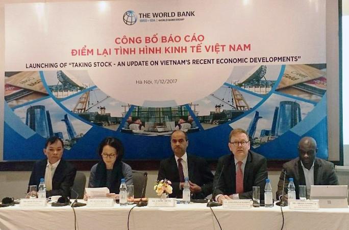 Tỉ trọng chi lương của Việt Nam cao gấp ba Singapore - Ảnh 1.