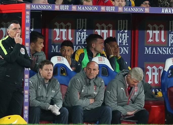 Các ông chủ Mỹ khuyên Wenger nên chọn người kế nhiệm ngay lúc này