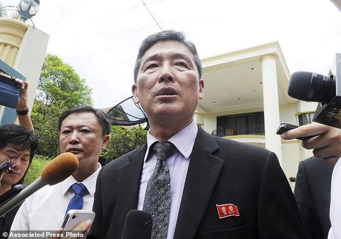 Ông Ri Tong Il phát biểu hôm 28-2. Ảnh: AP