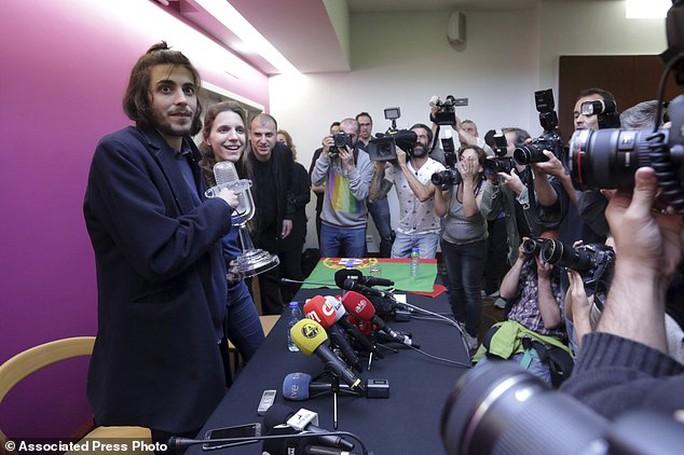 Bồ Đào Nha thắng Eurovison 2017 sau 53 năm - Ảnh 2.