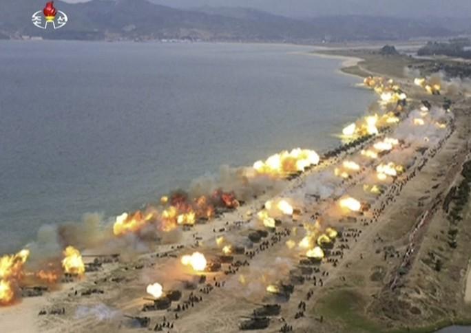 Du lịch Triều Tiên kiểu mới: Vừa tắm biển vừa ngắm bắn tên lửa - Ảnh 8.