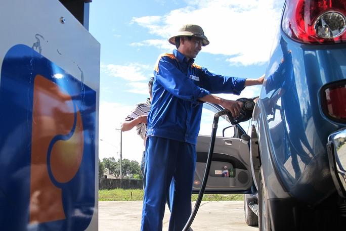Việc tăng thuế xăng dầu sẽ tác động vào nhiều ngành kinh tế chủ đạo Ảnh: HOÀNG TRIỀU