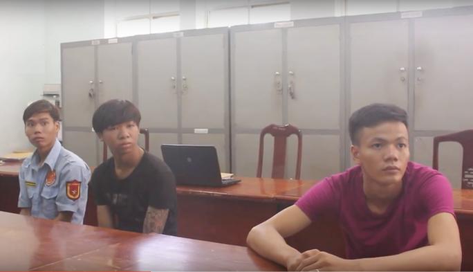 Bắt thanh niên siết cổ cướp xe ôm ở Sài Gòn - Ảnh 2.